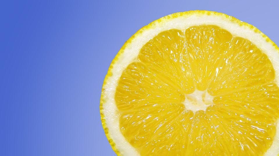 Limón como remedio para aclarar la piel