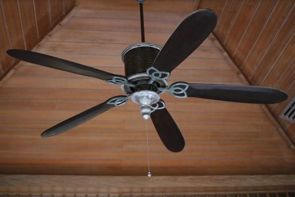 ventilador de techo con aspas de acero